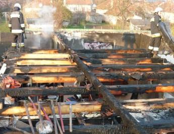 Lángolt egy lakóház